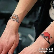 Old School手腕山太阳纹身图案
