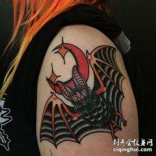 Old School大臂蝙蝠纹身图案