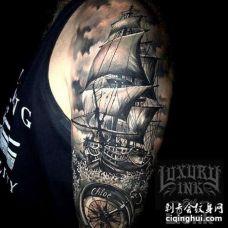 大臂包围写实黑灰帆船