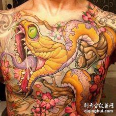 胸部新传统蛇与花朵