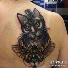 New School后背猫纹身图案
