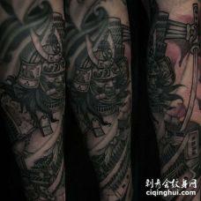 小臂包围传统神像