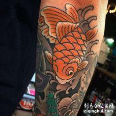 小臂包围日式传统鲤鱼