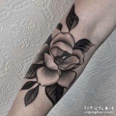 小臂外侧点刺花朵