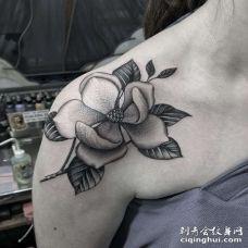 肩部点刺花朵