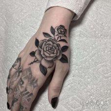 手背点刺花朵