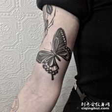 大臂内侧点刺蝴蝶