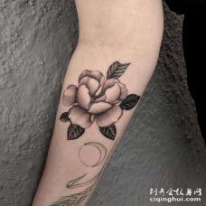 小臂内侧点刺花朵