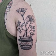 大臂外侧点刺花朵
