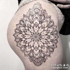 几何大腿繁花纹身图案