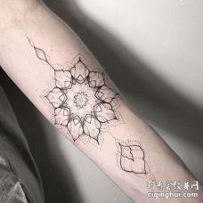 几何小臂繁花纹身图案