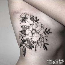 线条侧腰花卉纹身图案