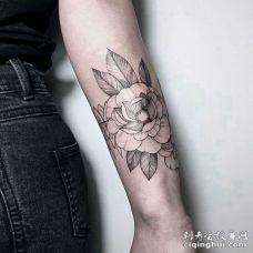 线条小臂手纹身图案