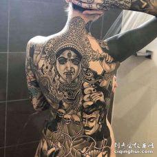 New School后背女人纹身图案