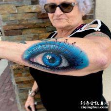 写实小臂眼睛纹身图案