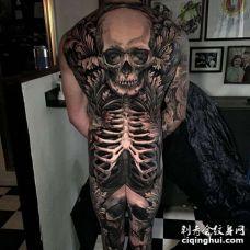 写实后背骷髅纹身图案