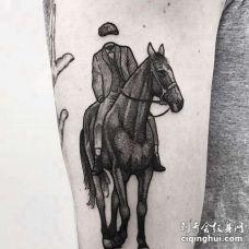 点刺大臂马纹身图案
