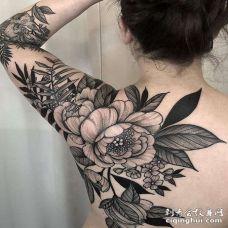 点线后肩花卉纹身图案