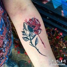 小臂玫瑰纹身图案