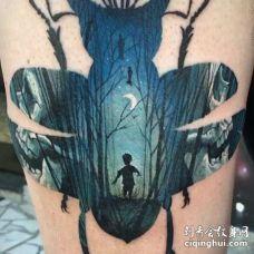 水彩大腿甲虫纹身图案