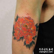 日式小臂牡丹纹身图案