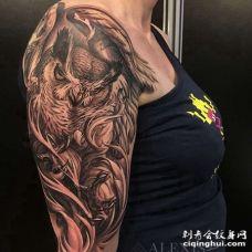 写实大臂猫头鹰纹身图案