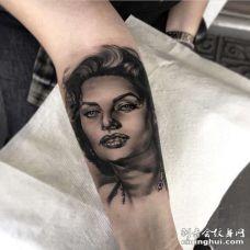 写实小臂女人纹身图案