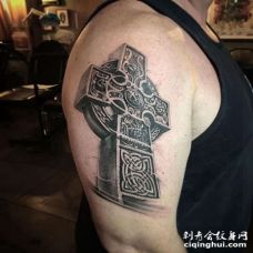 写实大臂十字架纹身图案