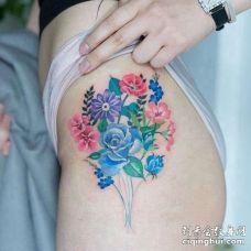 小清新胸下花卉纹身图案
