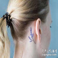 小清新耳后花卉纹身图案
