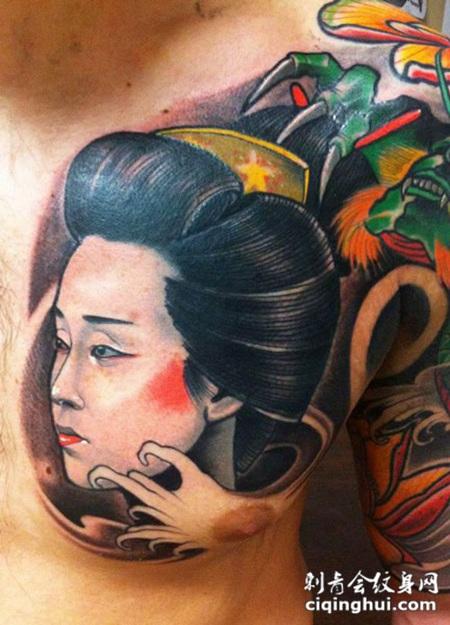胸部日本风格彩色艺妓肖像纹身图案