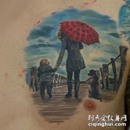 胸部彩色男性与儿童和狗在海洋码头纹身图案