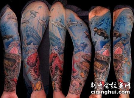 彩绘海洋和宝藏花臂纹身图案