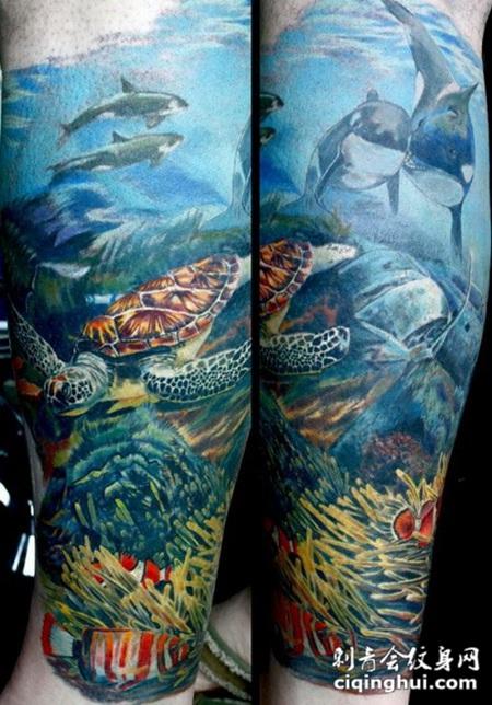 手臂上可爱逼真的彩色海洋纹身图案