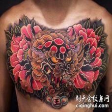花胸刺青 男性花胸的纹身图案和手稿图片
