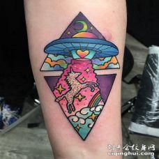 手臂上彩绘纹身技巧日月纹身图案和独角兽纹身图片