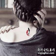 女生后颈部性感又可爱的小清新纹身图案