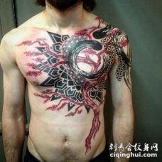 男性满胸前帅气的红树黑色部落图腾纹身
