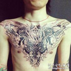 男人胸前霸气龙纹身图案