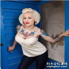 外国美女诱惑性感胸部彩绘纹身图案