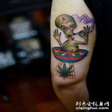 手腕彩色外星人植物另类纹身图案