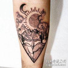 手小臂上的简约线条风格日月山水景色纹身