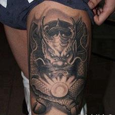 大腿超帅前卫的麒麟纹身图案