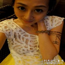 蒋丽莎手臂手链纹身图片