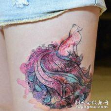 腿部彩色漂亮的九尾狐纹身图片