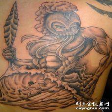 背部海洋战士纹身图案