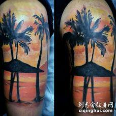 肩部彩色海洋日落与棕榈树纹身图片