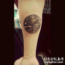 太阳和月亮纹身图案 闪亮而又耀眼的日月主题纹身图案