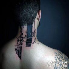 颈部黑色另类风格的电子纹身图片