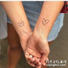 闺蜜姐妹适合的小心心和小花草纹身图片